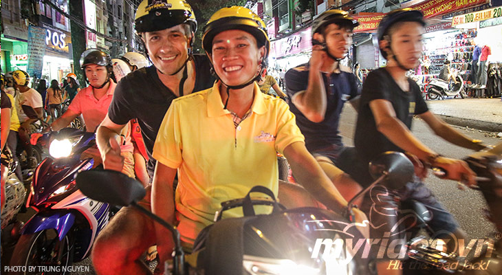 Intimate Saigon by night tour, sight & food tour by motorbike in Saigon